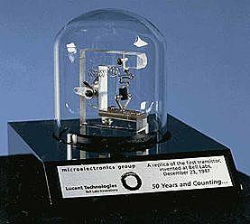 Aparece el primer transistor bipolar