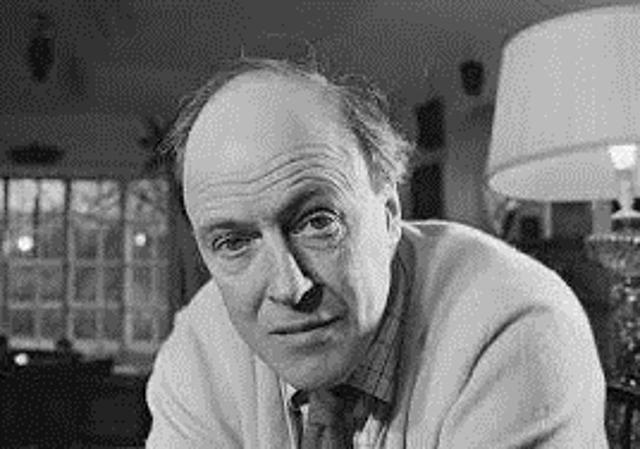 1916 Roald Dahl