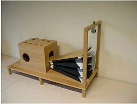 Wolfgang Kempelen inventa la máquina acústico-mecánica del habla modelada a partir del tracto vocal humano