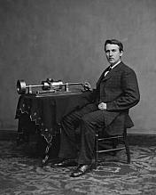 """El fonógrafo es inventado por Thomas Edison, que puede grabar el sonido y reproducirlo. Utilizó un cilindro de metal acanalado envuelto en papel de aluminio, produciendo """"grabaciones de colinas y valles""""."""