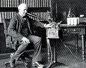 Thomas Edison inventa la máquina de dictado.