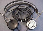 El primer par de auriculares mono fue desarrollado por Nathaniel Baldwin en su cocina y fue comprado por la Marina de los Estados Unidos.