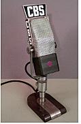 El micrófono de cinta se inventó para la radiodifusión.