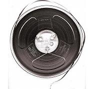 La cinta magnética se convierte en el medio estándar para dominar las grabaciones de audio en las industrias de la radio y la música, sustituyendo al disco.