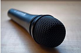 Se inventa el micrófono dinámico