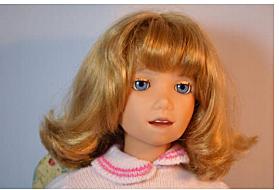 La muñeca Julie del Mundo de las Maravillas, un juguete que los niños podrían entrenar para responder a sus voces, se lanza públicamente.