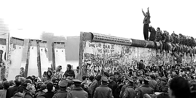 Fall of the Berlin Wall (1961)