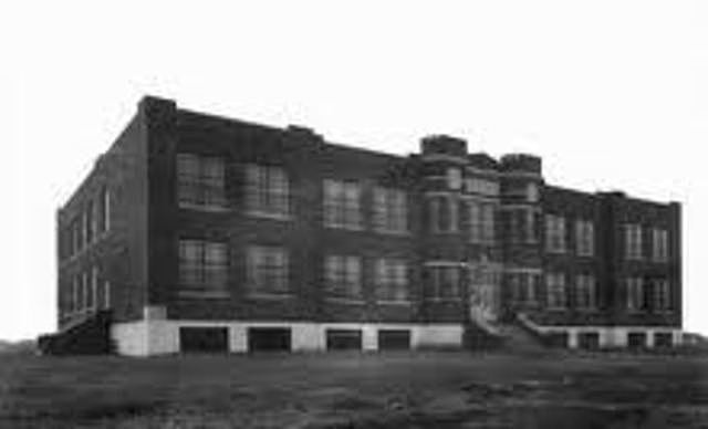 Helen attended the Wright-Humason School for the Deaf in New York (1894-1896) City
