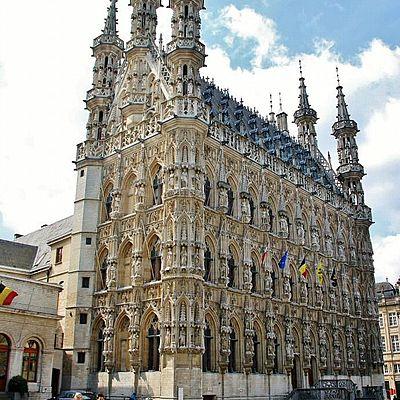 Arquitectura gótica religiosa y no religiosa timeline
