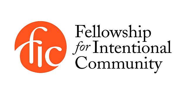 Aparece Fellowship of Intentional Communities, un movimiento encaminado a unir las necesidades de los individuos con las de la sociedad.