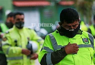 Gobierno entrega seguros de vida para policías que fallecieron por coronavirus con ayuda de las multas