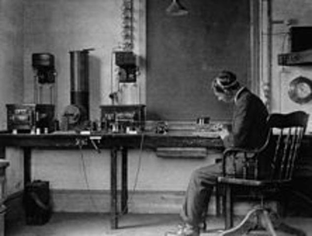 guglielmo marconi develops the technology that led to modern radio