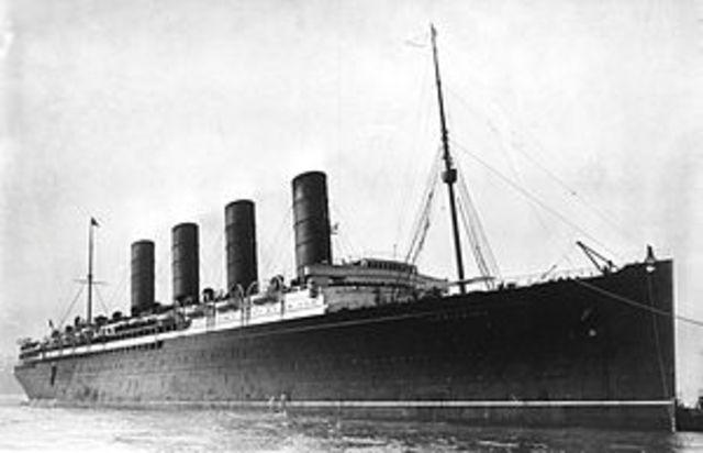 RMS Lusitania sinks