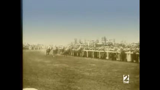 ¿Que hizo una mujer en una carrera de caballos?