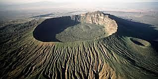 Humboldt és partidari de la hipòtesi dels cràters d'elevació