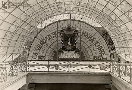 Reconstrucción de la bóveda de cristal