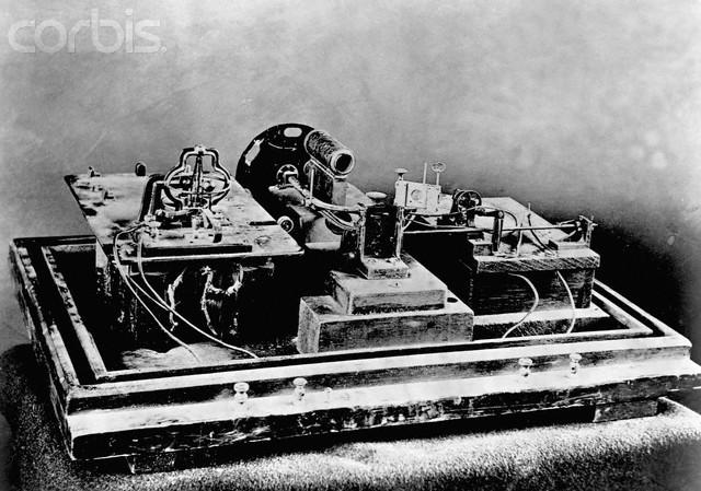 1890 - Máquina de cinema - Quinetoscópio