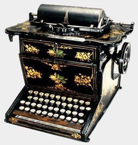 Surge a primeira máquina de escrever.