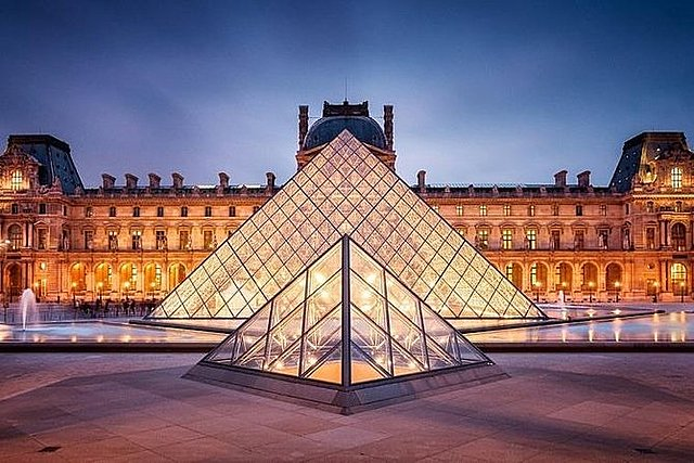 Louvre opgericht