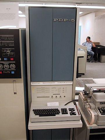 El primer mini computador comercial