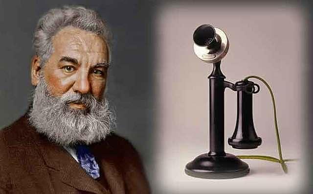Bell Labs desarrolla el primer el primer servicio de telefonía móvil.