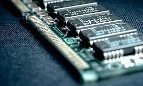 Intel crea la primera memoria RAM.