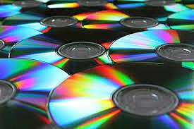 Se lanza al mercado los CD.