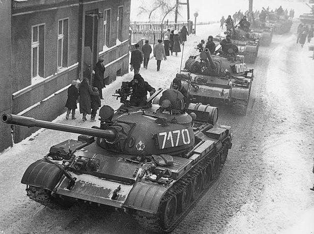 Golpe militar en Polonia. Se decreta la ley marcial y Walesa es encarcelado.