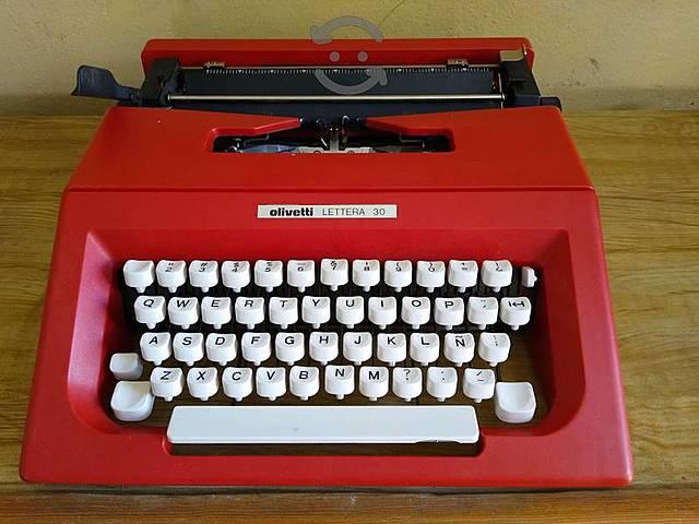 Conocimiento, uso y manejo de la máquina de escribir.