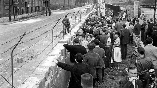 Construcción muro de Berlín 1961