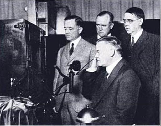 Primera emisión de TV a larga distancia