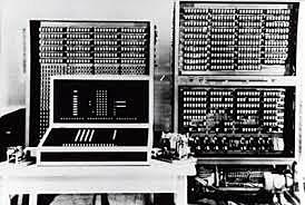 Primera computadora (electromecánica).
