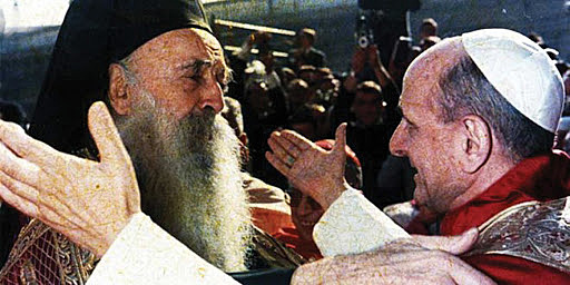 Fue el primer viaje de la historia de un Pontífice a la tierra de Jesús, en donde tuvo lugar el histórico encuentro con el Patriarca de Constantinopla Atenágoras.