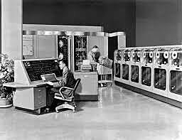 UNIVAC I, considerada la primera computadora comercial en ser vendida.