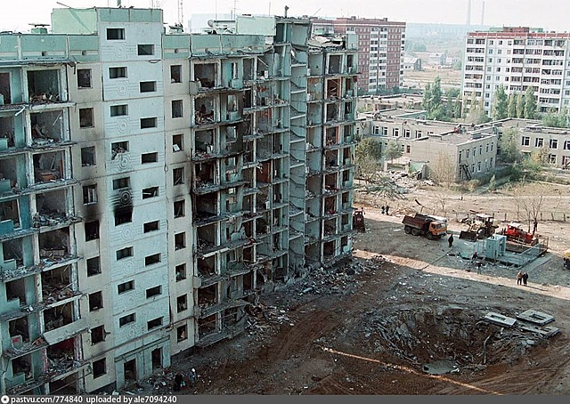 Серия взрывов жилых домов террористами