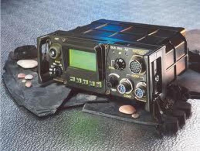 Mi primer trabajo, operador de radios militares y a la vez mi primer contacto con la tecnologia moderna o lo más cerca de la internet.