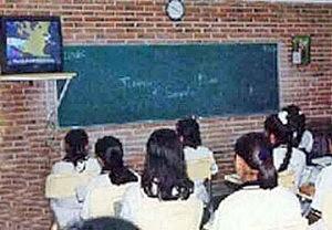 2004 - 2005: El servicio educativo de telesecundaria atendió a 1 214 537 alumnos a nivel nacional.
