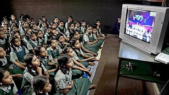 Estados Unidos como diversas naciones emplearon la televisión como medio de apoyo e la educación.