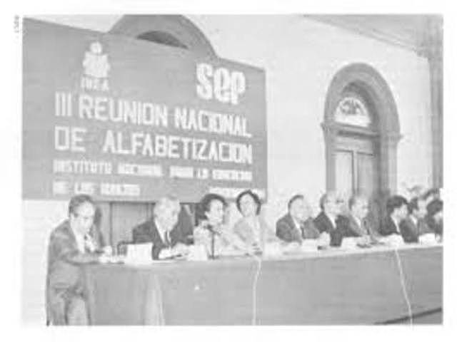 29 de Febrero de 1965 Ceremonia de homenaje a la bandera en la plaza de la constitución, el presidente convoco a una nueva campaña de alfabetización.