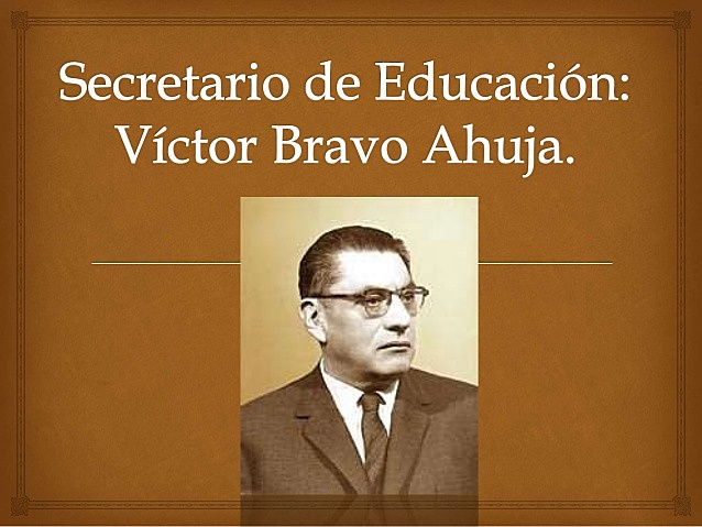 El secretario Víctor Bravo Ahúja estructuro la reorganización de la Telesecundaria.