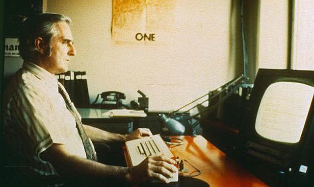 Ratón, teclado y pantalla por Engelbart