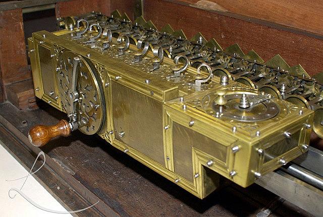 Gottfriesd Leibniz, mejoró la maquina de Pascal (1646-1716)