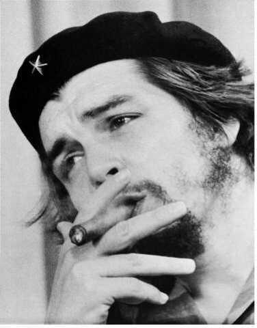 En Bolivia, un grupo de arqueólogos descubre finalmente los restos del argentino Che Guevara (héroe de la Revolución Cubana), 30 años después de su asesinato. Actualmente reposan en Santa Clara (Cuba).