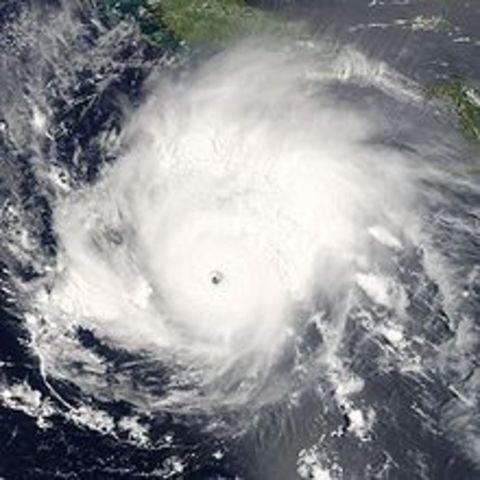 El huracán Emily tocó tierra sobre la península de Yucatán