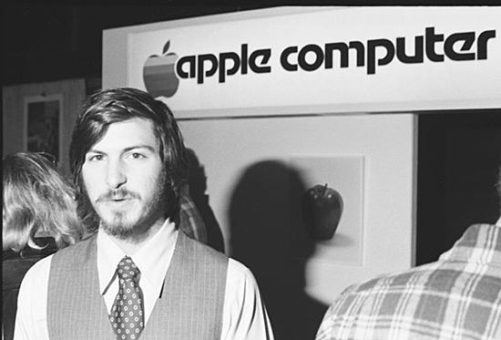 Steve Jobs, Steve Wozniak, Mike Markkula, fundan Apple