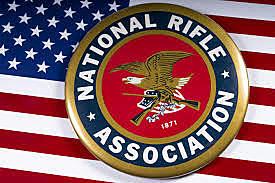 La questione delle armi inizia ad avere un peso anche nella politica statunitense.