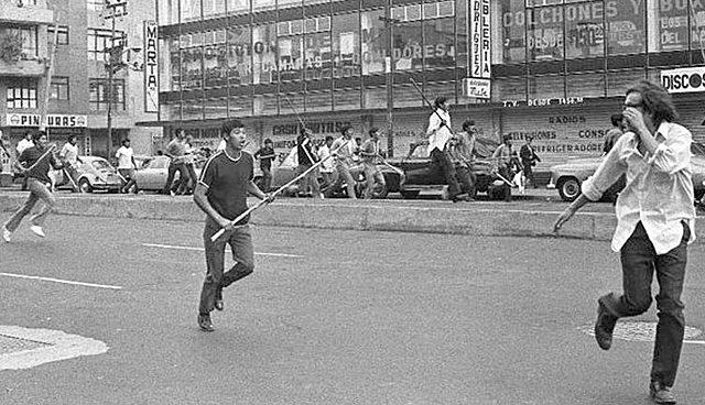 """Manifestación reprimida por un grupo paramilitar llamado """"los halcones"""""""