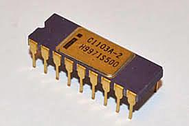 Primera memoria RAM