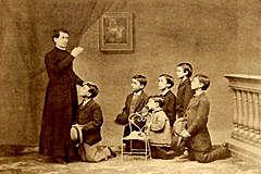 527 España prescribe que los niños destinados al clero deberán instruirse