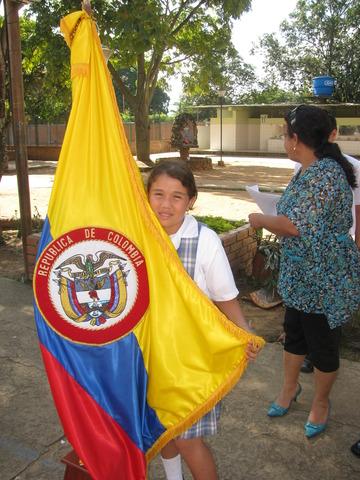 Primera Izada de Bandera por Tania
